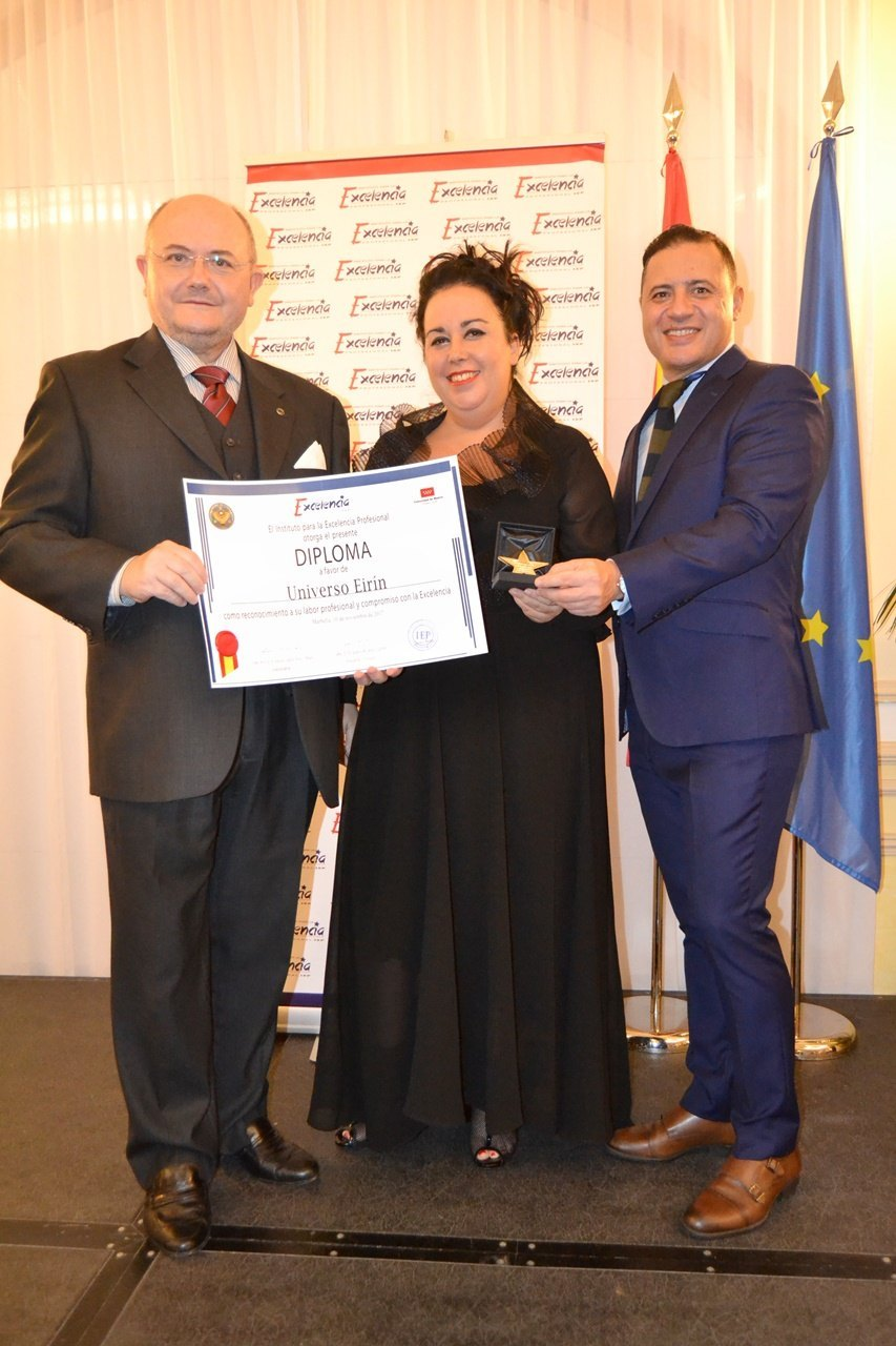 Mercedes Eirín recoge la medalla de oro para la excelencia profesional